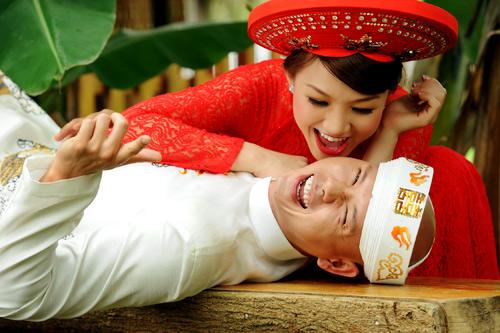 Phan Đinh Tùng lao xuống ao cứu vợ chưa cưới